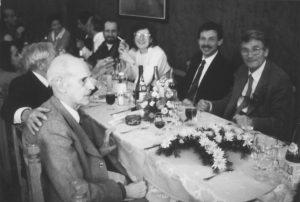 Cena a Bologna in occasione del Festschrift per Gaetano Kanizsa (1985). In primo piano a destra Gaetano Kanizsa accanto a Walter Gerbino